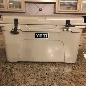 Yeti Cooler And Dry Goods Basket for Sale in Dearing, GA