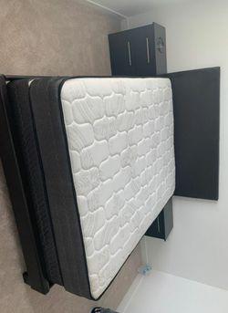5 PCS BEDROOM SET NEW IN BOX FULL or QUEEN JUEGO DE HABITACIÓN TODO NUEVO EN SU CAJA - BED SET ( BED, MATRESS, 2 NIGHT STAND) for Sale in Miami, FL