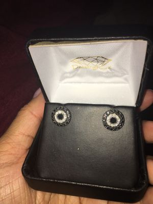 1 carat diamond earrings real diamonds sterling silver earrings 225$ or best offer real 1 carat diamonds black and white in sterling silver for Sale in Elk Grove, CA