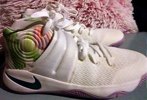 Nike Kyrie 2 Easter! Special, limited edition! Shoes, Tennis shoes 5.5 Y for Sale in Los Angeles, CA