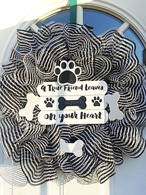 Pet Lover's Wreath for Sale in Inwood, WV