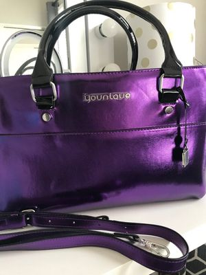 Brand new younique purse, never used, lots of storage area for makeup,s/f p/f home, poos, no holds, pick up in Arnold or nearby for Sale in Arnold, MO