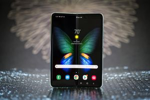 2 Week Old SAMSUNG GALAXY FOLD (Perfect Condition) for Sale in San Jose, CA