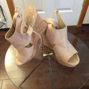 Guess tan wedge heels for Sale in Marysville, WA
