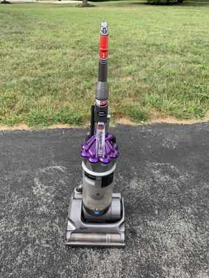 Dyson DC17 Vacuum Comes with attachments for Sale in Glenn Dale, MD