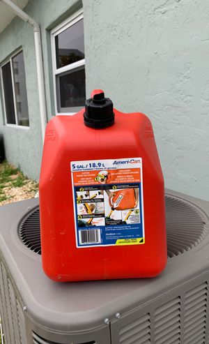 5 Gallon gasoline containers (4) for Sale in Fort Lauderdale, FL