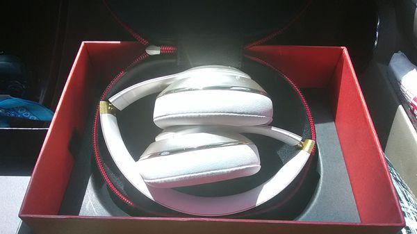 Bluetooth headset Beats