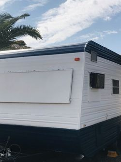 RV trailer 1982 Excellent condition Clean title for Sale in Glendale,  AZ