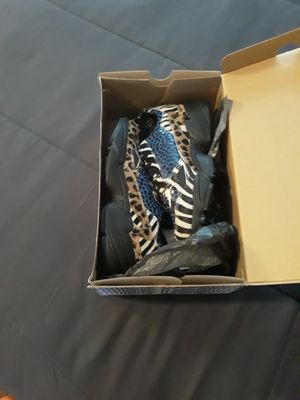 Women's Adidas shoes, size 6 for Sale in Atlanta, GA