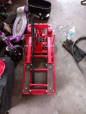 Big red motorcycle jack for Sale in Ruskin, FL