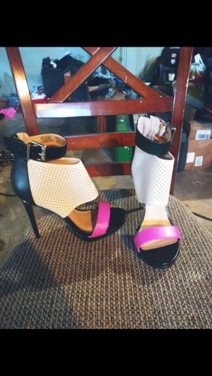 Women's shoes for Sale in Saint Charles, MO