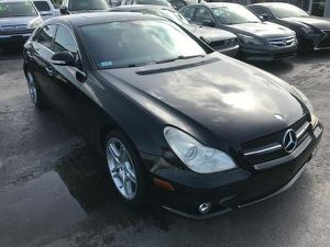 SEXY BENZY 2007 CLS500 for Sale in Boston, MA