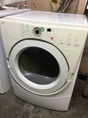 Whirlpool Duet Gas Dryer Runs Like a Champ!! for Sale in Stockton, CA