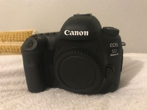 Canon 5D Mark IV with Battery and Charger. for Sale in Irving, TX