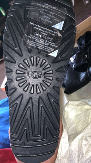 Uggs size 8 for Sale in Whitehall, OH