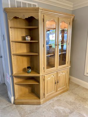 Ethan Allen Hutch with display shelves for Sale in Boca Raton, FL