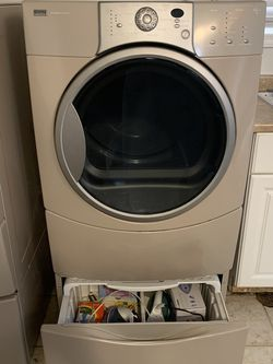 Kenmore Elite Dryer With Pedestal for Sale in Portland,  OR