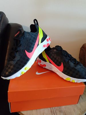 NIKE SIZE 5 FOR WOMEN for Sale in Highland, CA