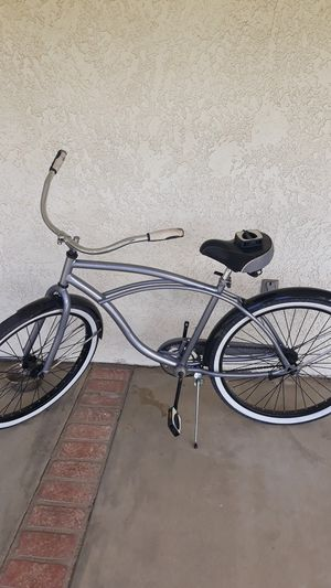 Huffy beach cruiser....almost new jst the pedal is broken for Sale in Hemet, CA