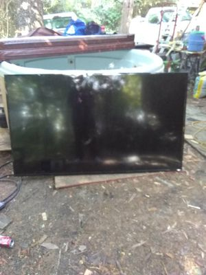 72in vizo tv for parts.....screen isn't crack.....can be fix for a 100 bucks for Sale in Dallas, TX
