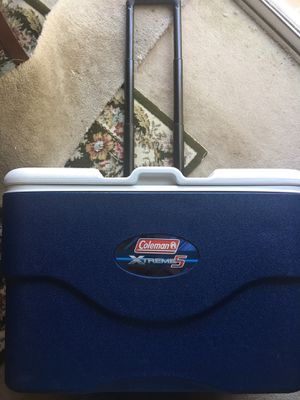 Coleman Xtreme 5 Rolling Cooler for Sale in Fairfax, VA