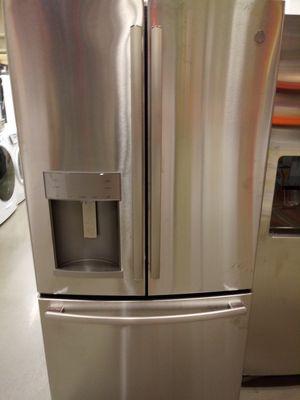 Refrigerator must read description for Sale in Millersville, MD