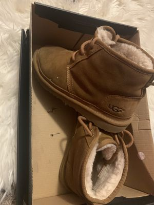 Ugg size 5 Y for Sale in Milwaukee, WI