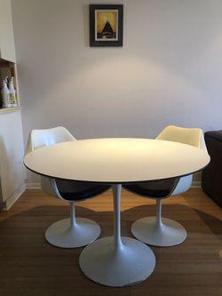 """Eero Saarinen Dining Table - 42"""" Round for Sale in Marina del Rey,  CA"""