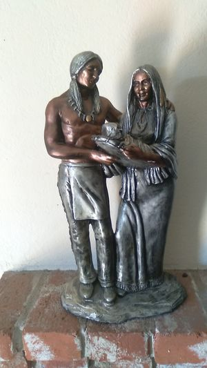 Metal statue native's family and they're child. Signed by sculptor 1/500! for Sale in Las Vegas, NV