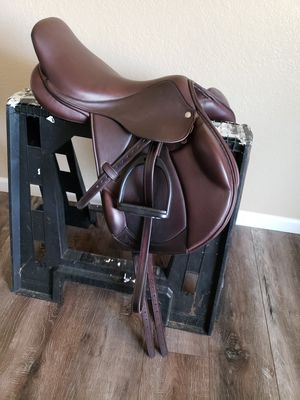 17in circuit by dover monoflap Saddle for Sale in Riverside, CA