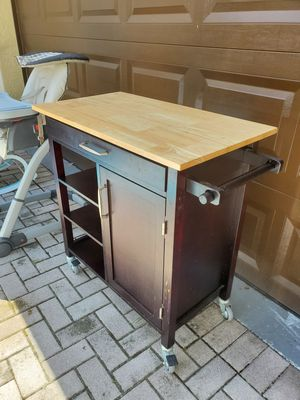 Kitchen microwave table for Sale in Fort Lauderdale, FL