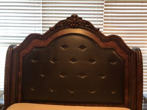 Bedroom Set - Size Queen for Sale in Nazareth, PA