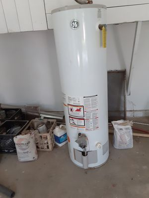 Large 40 gallon GAS water heater for Sale in Grand Prairie, TX