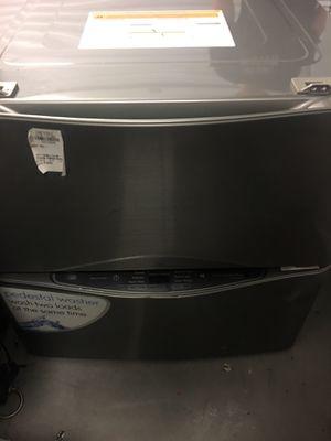 "Kenmore Elite 51993 29"" 1.0 cu. ft. Washer & Storage Pedestals (Metallic Silver) for Sale in Dallas, TX"