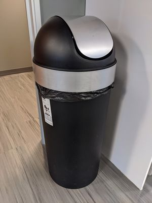 Umbra Studio VENTI TRASH CAN 16 gallon for Sale in Bothell, WA