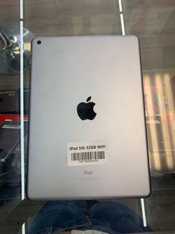 iPad 5th 32GB WiFi !! for Sale in Zephyrhills,  FL