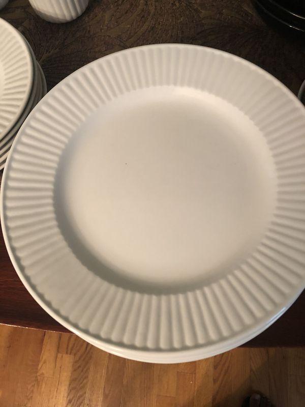 29 Piece Dinnerware Set