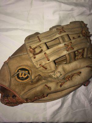 Wilson A9811 Baseball/Softball Glove 12 inch RHT (negotiable) for Sale in Lynwood, CA