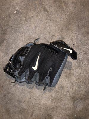 Kids baseball glove 10 inch for Sale in Fresno, CA