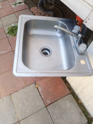 Sink con llave for Sale in Fontana, CA