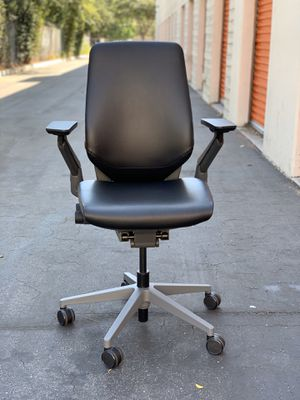 **IMMACULATE** SteelCase Gesture Fully Loaded Ergonomic Premium Supple Leather Office Chair for Sale in Pasadena, CA