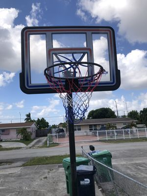 Basketball Hoop comes with ball return mount for Sale in Carol City, FL