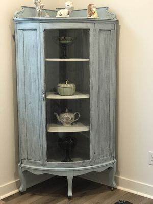 ANTIQUE COUNTRY CHARM CURIO for Sale in Beaumont, CA