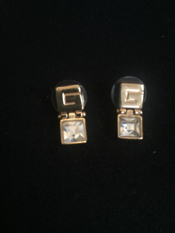 Jewelry Earrings (G)