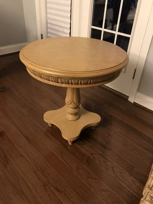 Bassett: Cocktail table, 2 end tables, sofa table for Sale in Forest Heights, MD