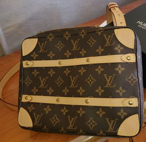 Louis vuitton soft trunk mm messenger 1700 for Sale in Los Angeles, CA