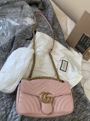 NEW! GG Marmont Small Matelasse Shoulder Bag for Sale in Naperville, IL