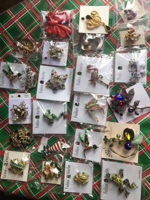 Assorted jewelry brooch 24 pieces Lot. for Sale in Los Angeles, CA