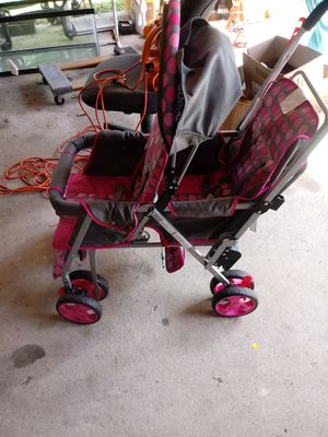 Pretty double stroller for Sale in Stonecrest, GA