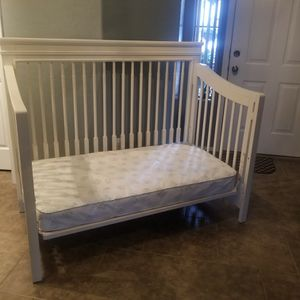 crib and mattress for Sale in Phoenix, AZ